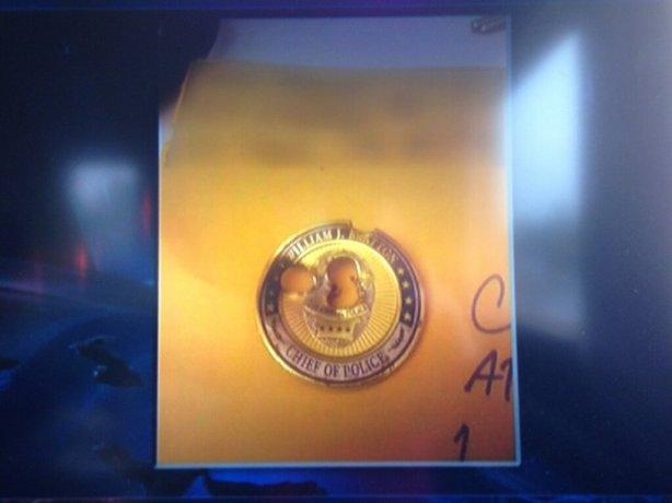 crazy la cop anderson cooper badge challenge coin shot
