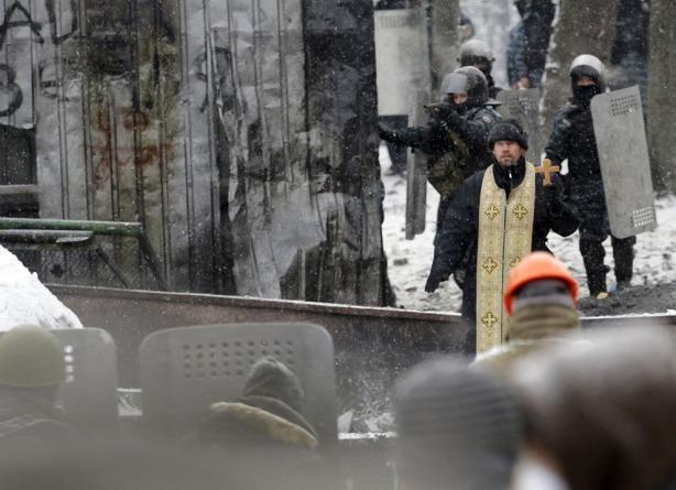 orthodox priest in kiev jan 22 2014