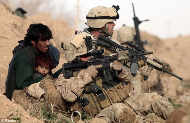 us soldier protects child 1