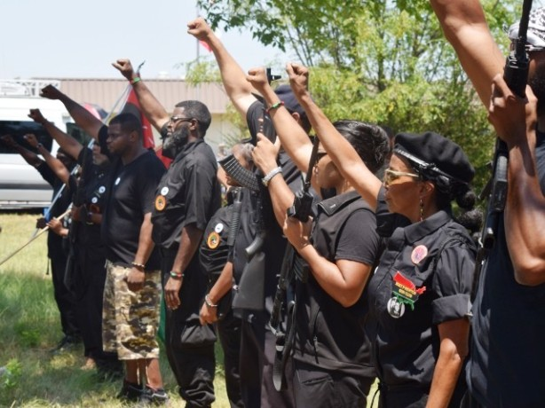Armed-Black-Panthers-in-Waller 150812